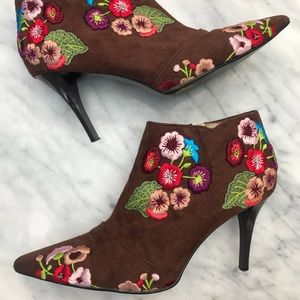 Beverly Feldman boot suede embroidered floral 8.5